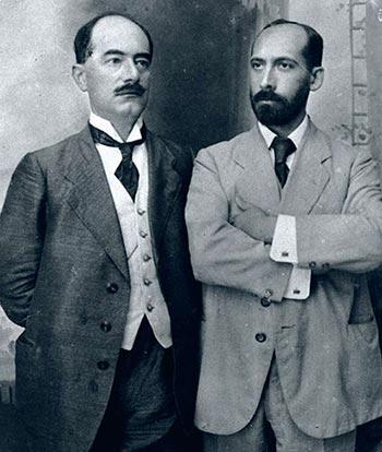 """ד""""ר טהון וד""""ר רופין בכניסה למשרד החברה ביפו (1908)"""